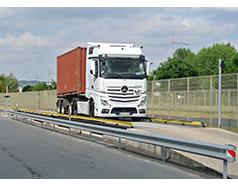 Pesage de conteneurs et contrôle du poids unitaire des essieux